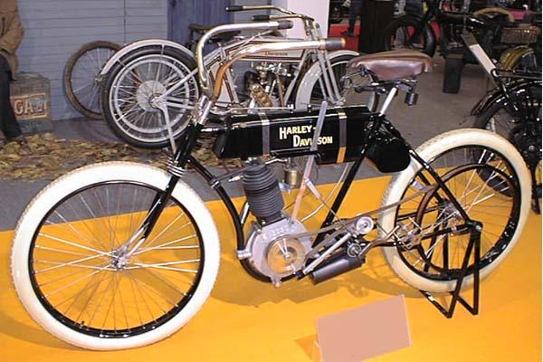 دوچرخه موتور دار هارلی دیویدسون قدیمی