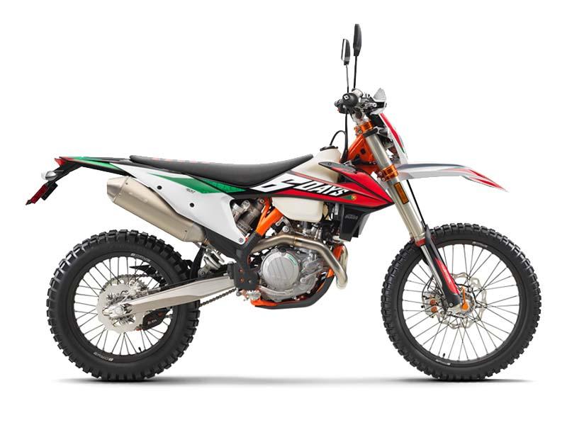 تصویر موتورسیکلت کی تی ام EXC500 طراحی شده برای آفرود با رنگ قرمز