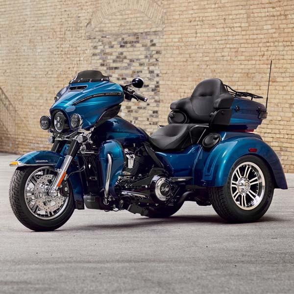 موتور سنگین سه چرخ تریک هارلی دیوید سون ساخت آمریکا رنگ آبی دارای سیستم صوتی ویژه موتور و صندلی های چرم
