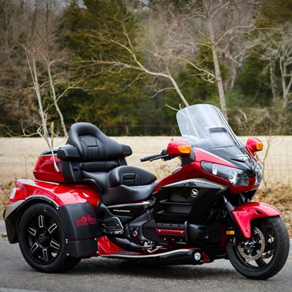 موتور سه چرخ هوندا گلدوینگ GL1800 با کیت بدنه بسیار زیبا و سفارشی در آمریکا